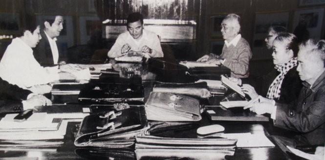 Các ủy viên trung ương họp tổ thảo luận chuẩn bị nội dung Đại hội VI, tháng 11-1986 - Ảnh tư liệu