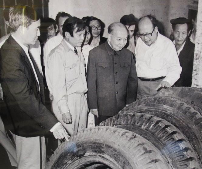 Để chuẩn bị cho Đại hội VI, ông Trường Chinh đã đi thực tế tại nhiều đia phương phía Nam để nắm bắt tình hình và lắng nghe các đề xuất - Ảnh tư liệu