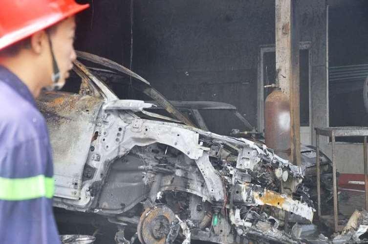 Chùm ảnh: Năm siêu xe cháy trơ khung trong vụ cháy lớn ở Cống Quỳnh  - ảnh 2