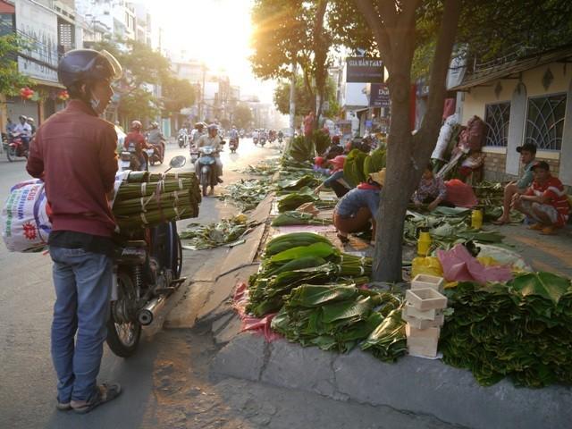 Độc đáo chợ lá dong giữa Sài Gòn - ảnh 2