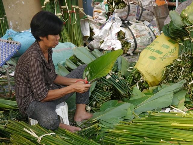 Độc đáo chợ lá dong giữa Sài Gòn - ảnh 4