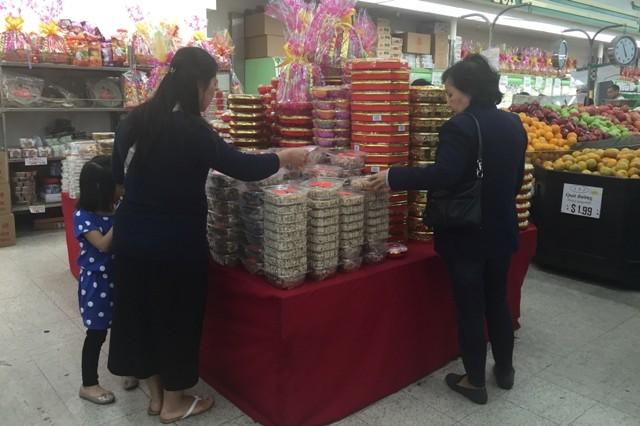 Chợ hoa 'rất Việt Nam' ngay trên đất Mỹ - ảnh 11
