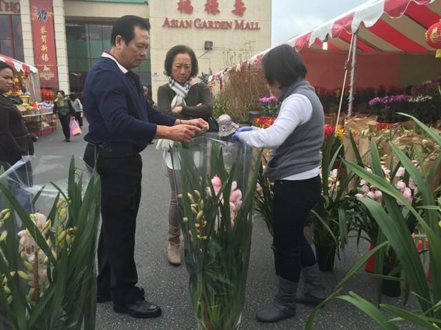 Chợ hoa 'rất Việt Nam' ngay trên đất Mỹ - ảnh 5