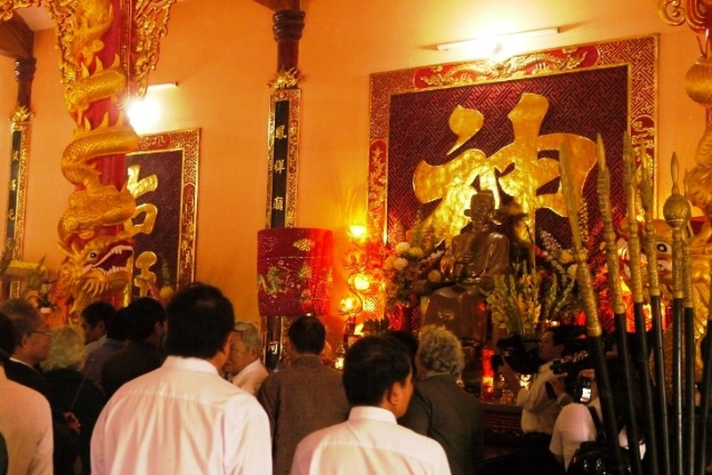 Dâng hương tại đền thờ người có công mở đất Phú Yên - ảnh 1