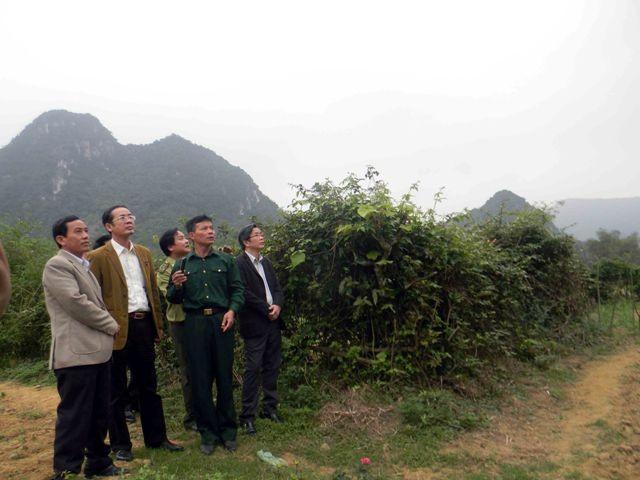 Tỉnh ủy Quảng Bình tặng quà người chăn voọc quý - ảnh 1