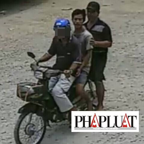 Bắt giữ hai tài công lái sà lan tông sập cầu Ghềnh  - ảnh 1