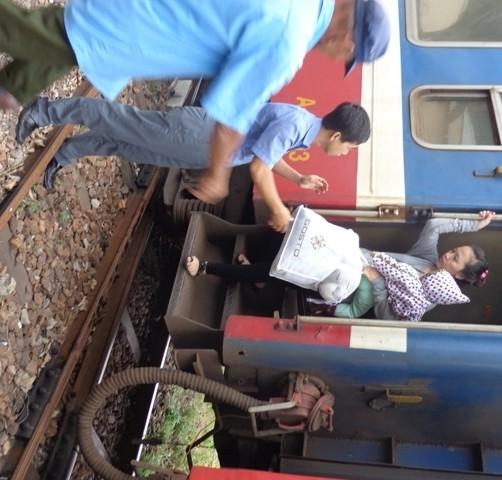 Từ ngày 15-4, thí điểm chạy tàu ngoại ô Sài Gòn - Dĩ An - ảnh 3