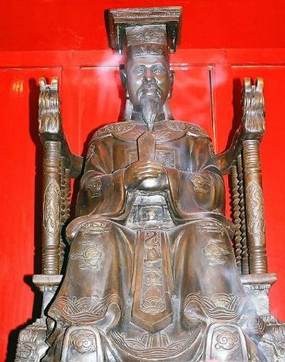 nhung-vi-vua-thang-than-nhan-loi-trong-su-viet
