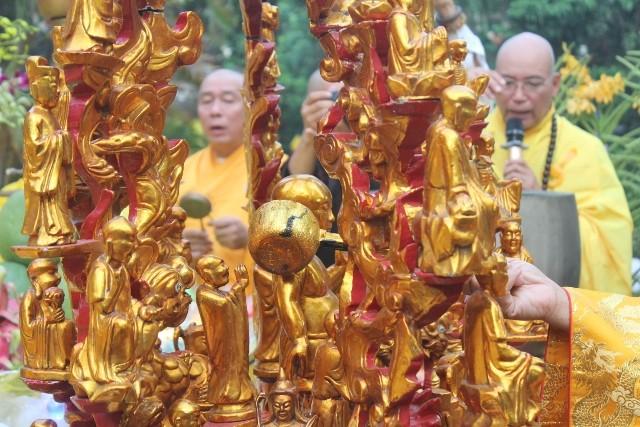 Chùm ảnh: Lễ rước Phật bằng xe hoa và 104 xe ô tô tại Huế - ảnh 1