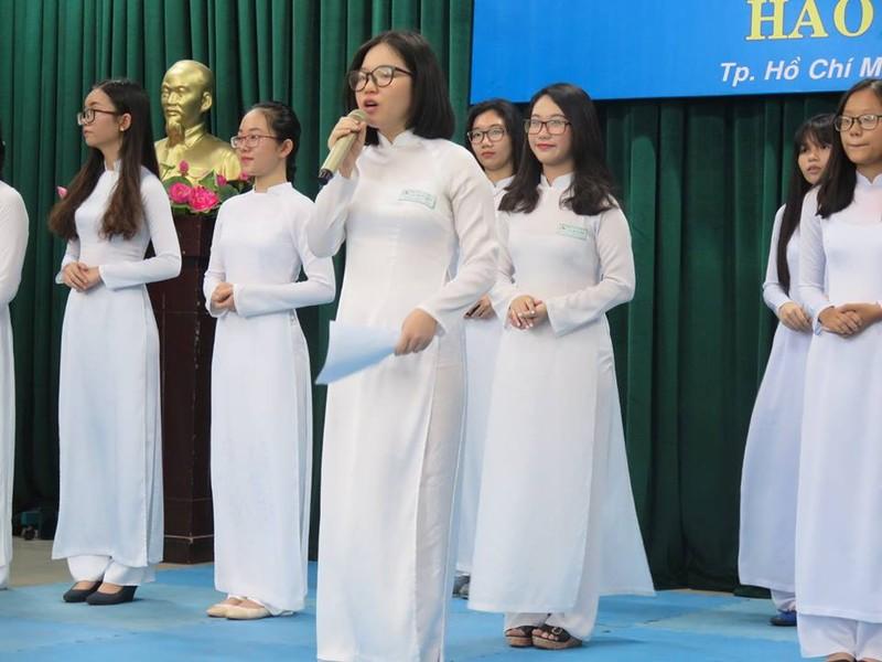 Bộ trưởng Phùng Xuân Nhạ thăm ngôi trường 143 tuổi - ảnh 1
