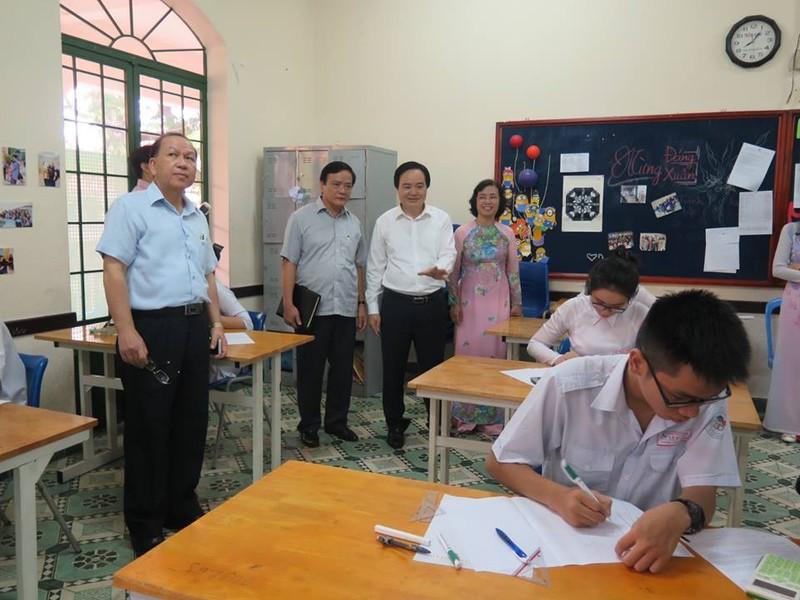 Bộ trưởng Phùng Xuân Nhạ thăm ngôi trường 143 tuổi - ảnh 2