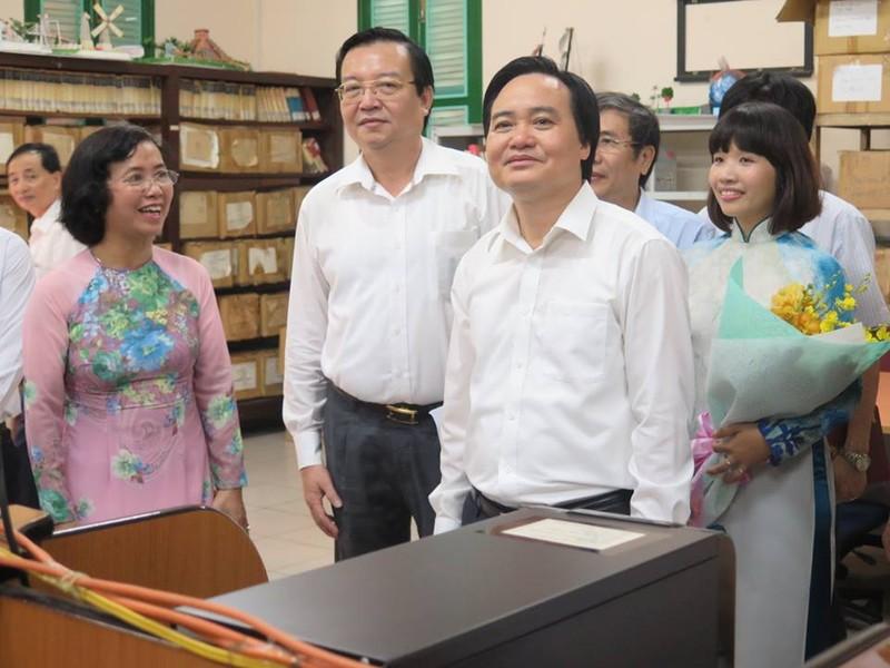Bộ trưởng Phùng Xuân Nhạ thăm ngôi trường 143 tuổi - ảnh 3