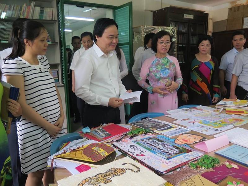 Bộ trưởng Phùng Xuân Nhạ thăm ngôi trường 143 tuổi - ảnh 4