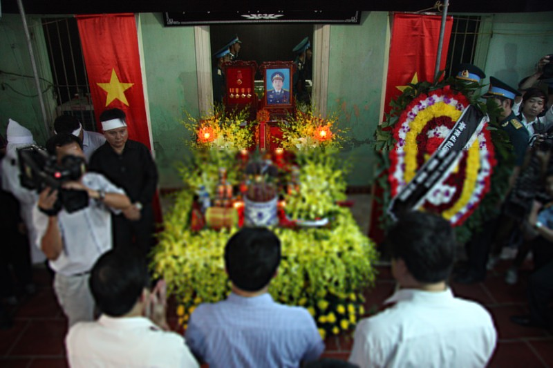 Phó chủ tịch Hà Nội thăm, trao quyết định đặc cách viên chức cho vợ Đại tá Khải  - ảnh 3