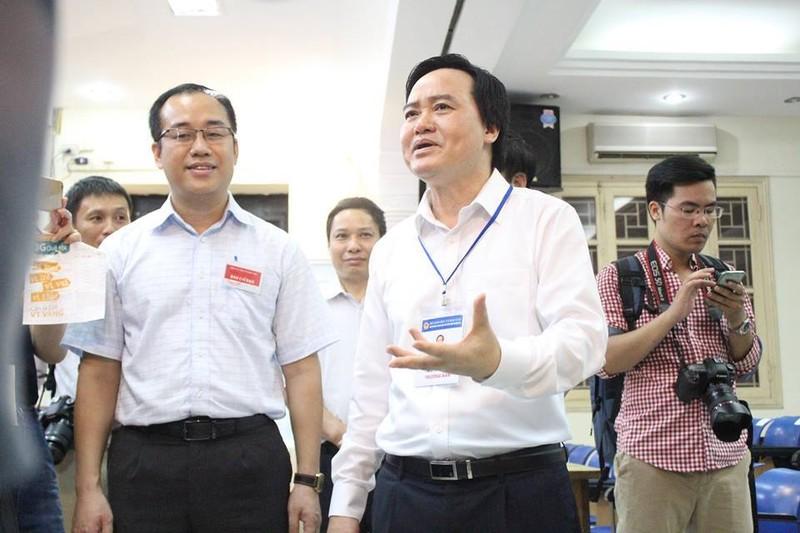 Bộ trưởng Phùng Xuân Nhạ thị sát tại điểm thi  - ảnh 1