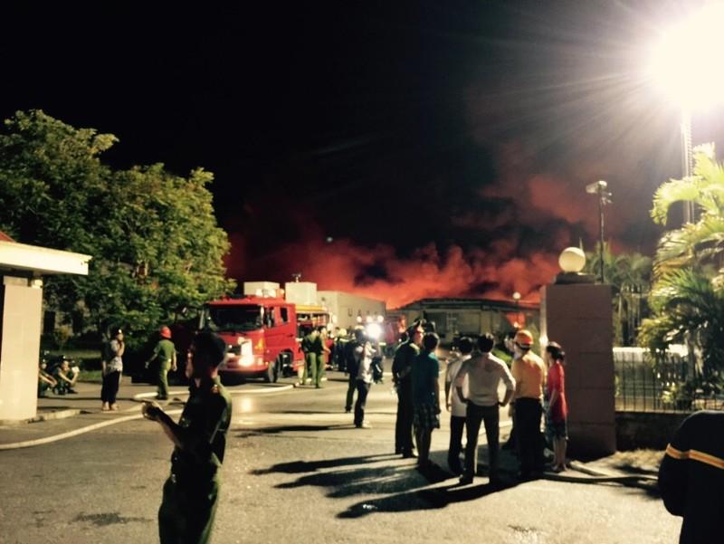 Chùm ảnh: Trắng đêm dập lửa tại khu công nghiệp ở Hải Phòng - ảnh 8