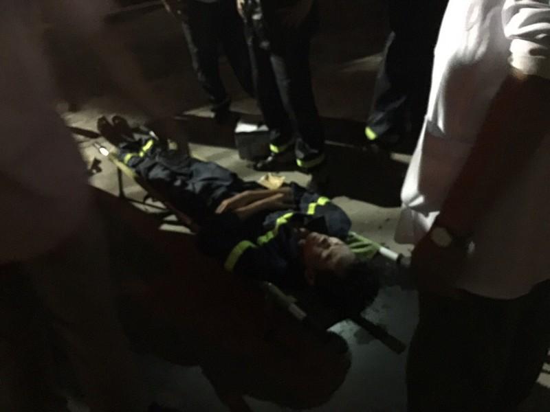Chùm ảnh: Trắng đêm dập lửa tại khu công nghiệp ở Hải Phòng - ảnh 9