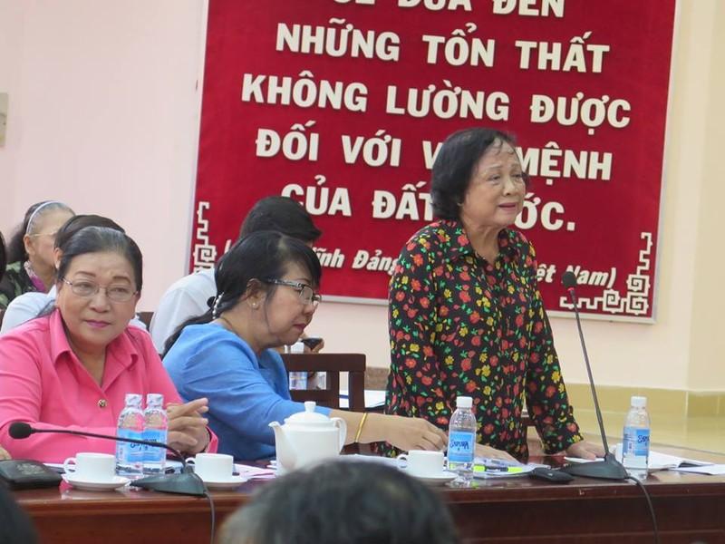 Bà Nguyễn Thị Yến Thu, Chủ tịch Hội Cựu giáo chức TP.HCM phát biểu tại hội nghị sáng 18-8. Ảnh: P. Anh