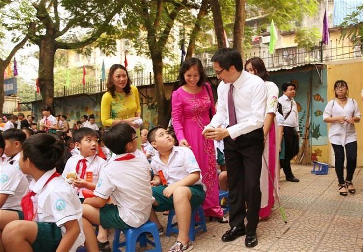 Phó Thủ tướng Vũ Đức Đam bất ngờ dự khai giảng trường Việt Nam - Cuba - ảnh 1
