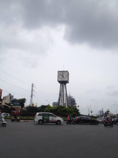 Đồng hồ vòng xoay Điện Biên Phủ chạy sai giờ  - ảnh 2