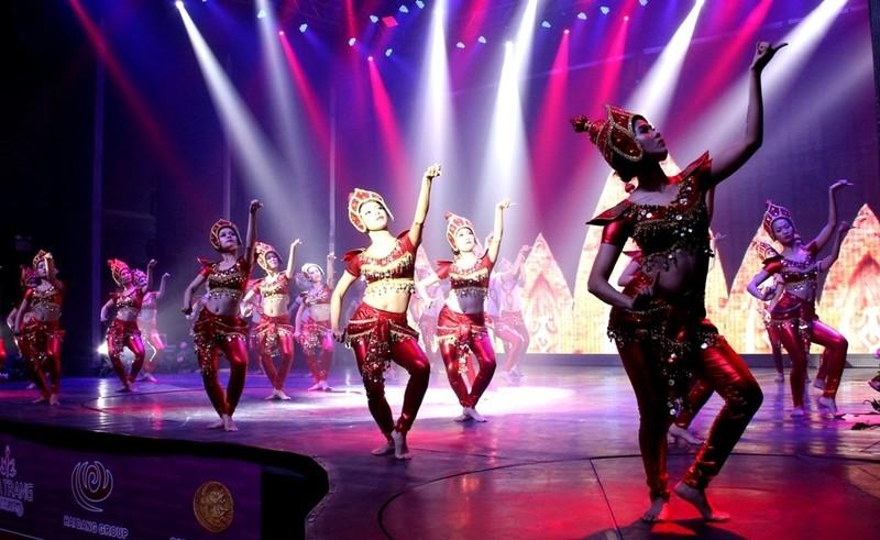 Bất ngờ với nhà hát dân gian của một Việt kiều - ảnh 13