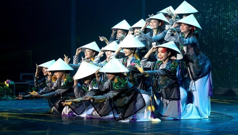 Bất ngờ với nhà hát dân gian của một Việt kiều - ảnh 3
