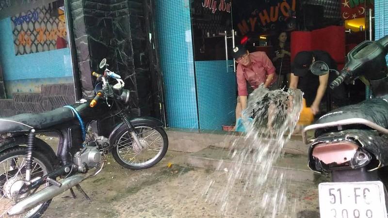 TP.HCM lại mưa, nước đang ngập nhiều tuyến đường  - ảnh 5