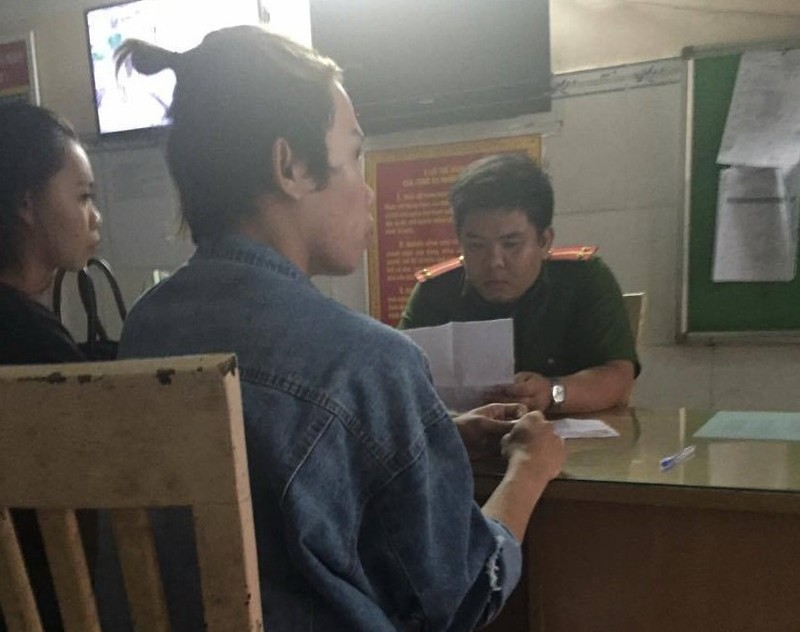 Cảnh cáo cặp vợ chồng chiếm giữ CMND của Tùng Sơn  - ảnh 1