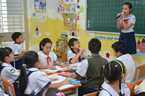 Học sinh một trường tiểu học tại TP HCM được dạy theo mô hình VNEN Ảnh: Tấn Thạnh