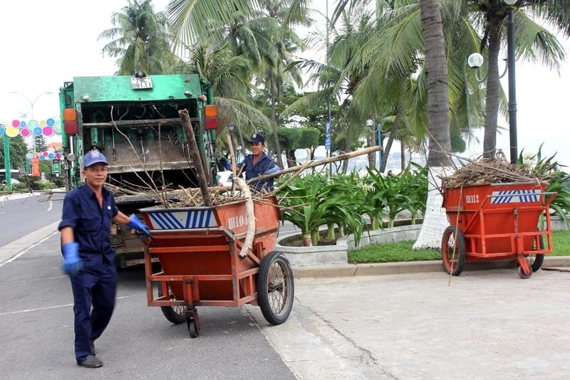 Biển Nha Trang sóng lớn, nước đục ngầu, đầy rác - ảnh 5