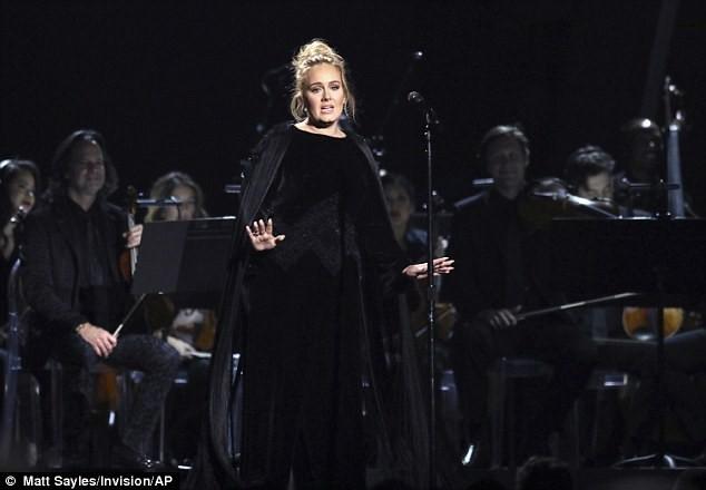"""Grammy 2017: Adele giành """"cú đúp"""" với Hello  - ảnh 1"""