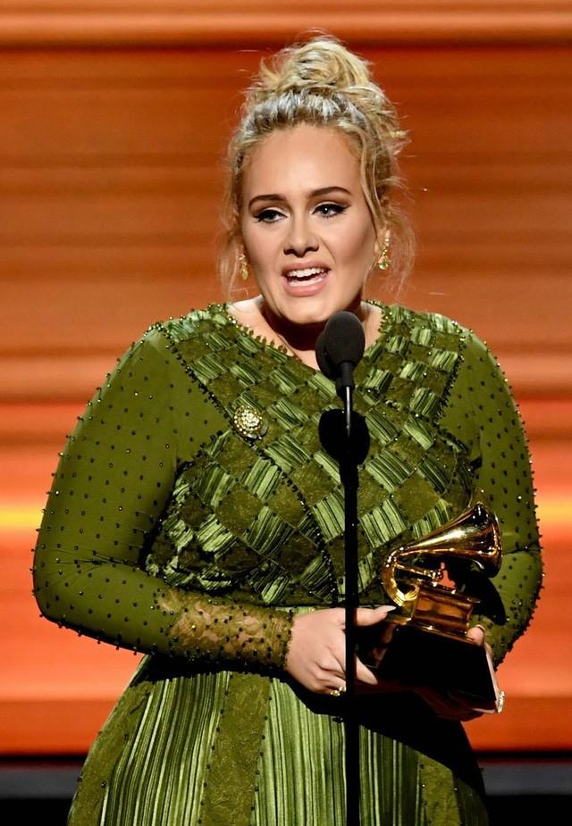 """Grammy 2017: Adele giành """"cú đúp"""" với Hello  - ảnh 2"""