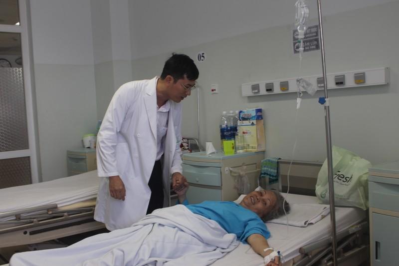 Cắt bỏ khối u 'khủng' chèn lệch tim bệnh nhân - ảnh 2
