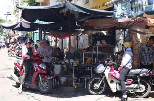 Quán bún thịt nướng ngon nhất chợ Bàn Cờ - ảnh 3