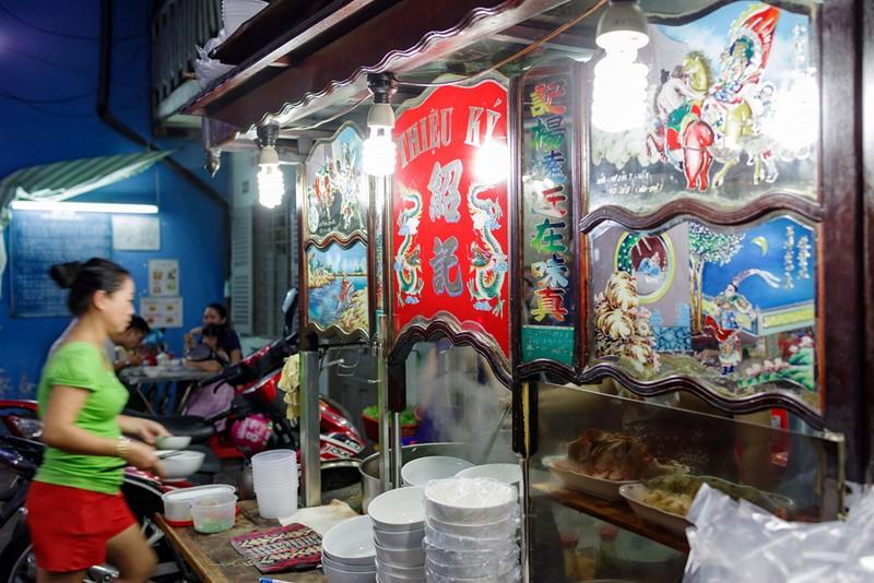 Tiệm mì 70 năm của người Hoa giữa lòng Sài Gòn - ảnh 12