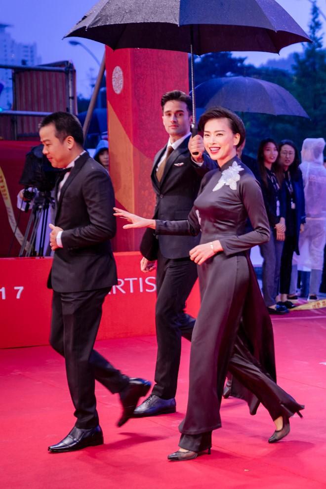 'Cô Ba Sài Gòn' của Ngô Thanh Vân khuấy đảo LHP Bu San  - ảnh 2