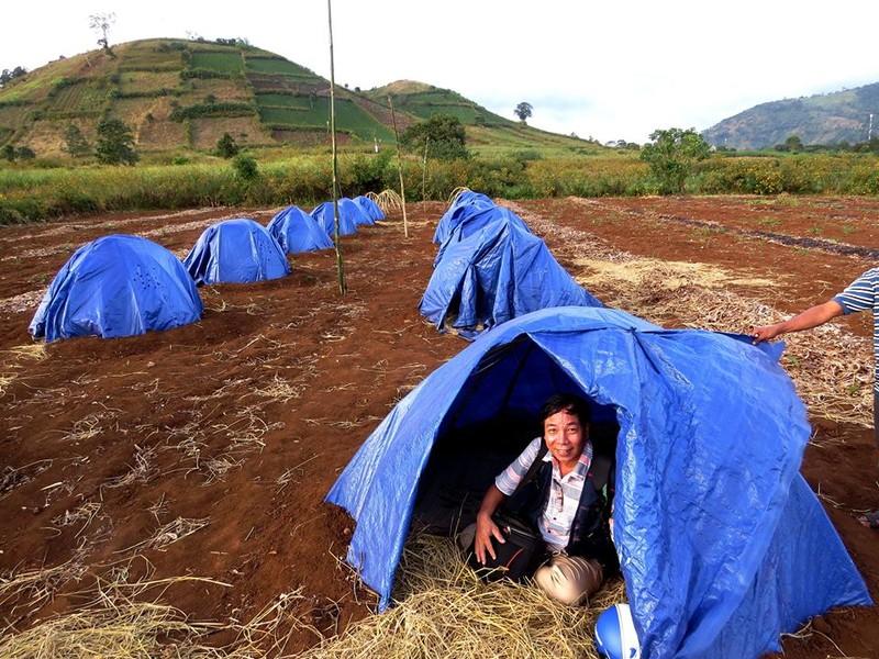 Trải nghiệm một đêm ngủ lều với rơm và chiếu thật thú vị