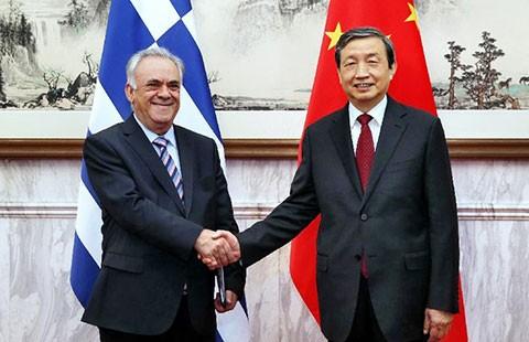 Trung Quốc lẳng lặng mua châu Âu - ảnh 1