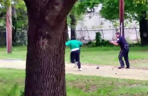 Cảnh sát da trắng Mỹ bắn nạn nhân da đen tám phát - ảnh 1