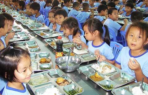 Vụ hàng chục học sinh nhập viện sau bữa ăn: Không thấy dấu hiệu thực phẩm thiếu an toàn - ảnh 1
