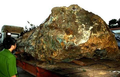 Tự khai thác hòn đá 30 tấn trong vườn nhà: Bị phạt 550 triệu đồng - ảnh 1