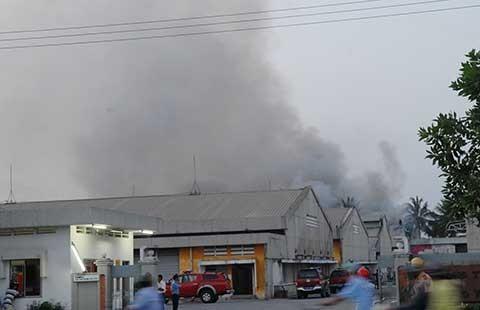 Cháy KCX, hàng trăm công nhân tháo chạy - ảnh 1