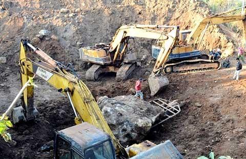 Vụ đào được hòn đá 30 tấn: Đề xuất phạt hơn 1 tỉ đồng có hợp lý? - ảnh 1