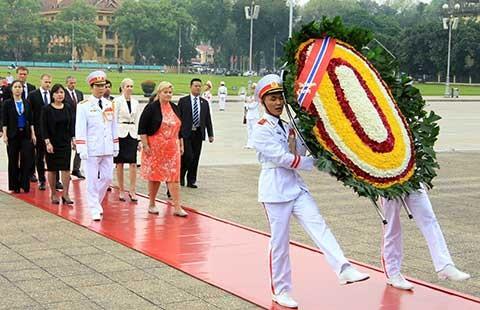Thủ tướng Nguyễn Tấn Dũng hội đàm Thủ tướng Na Uy - ảnh 1
