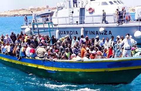 Châu Âu sôi sục vì bi kịch đắm tàu - ảnh 1