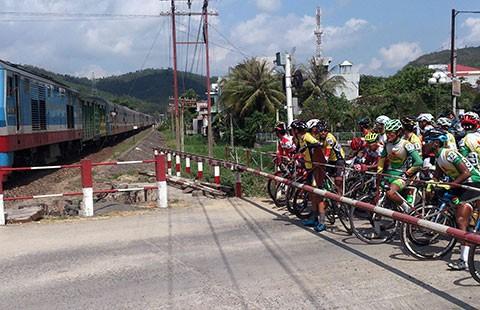 Xe đạp Cúp TH TP.HCM 201: Lại gặp sự cố xe lửa - ảnh 1