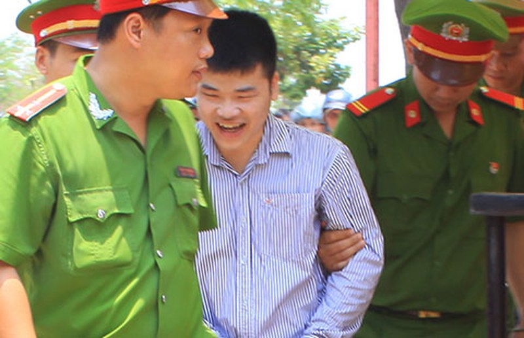 Nhận án tử, sát thủ 20 tuổi vẫn mỉm cười - ảnh 2