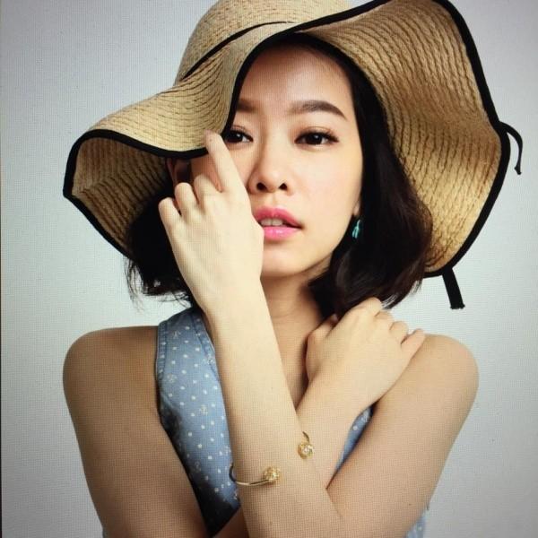 MC, người mẫu xinh đẹp Đài Loan Dương Hựu Dĩnh quyên sinh ở tuổi 24.