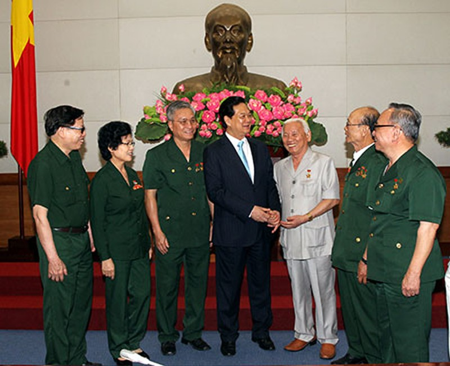 Thủ tướng gặp mặt cựu chiến binh và TNXP - ảnh 1