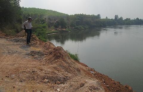 Vụ lấn sông Đồng Nai ở Vĩnh Cửu: Huyện đổ dân, chủ đất bác bỏ  - ảnh 1